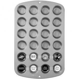 Non-stick 12-cup Pan